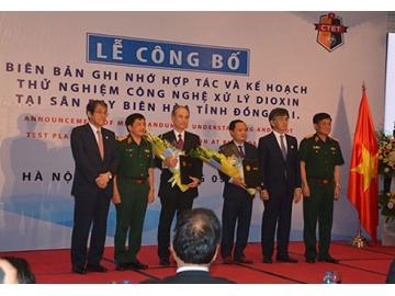 Phối hợp thử nghiệm công nghệ xử lý dioxin tại sân bay Biên Hòa