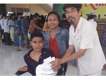 Bình Thuận: 1.000 phần quà cho nạn nhân chất độc da cam