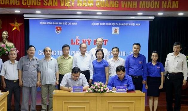 Ký Chương trình phối hợp giữa Hội NNCĐDC và Đoàn TNCS Hồ Chí Minh chú thích