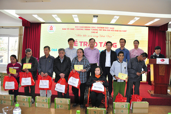 Trao quà cho NNCĐDC tại tỉnh Hà Tĩnh