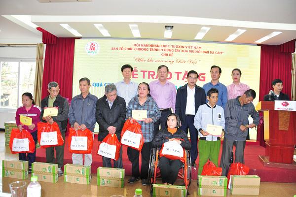 Hội Nạn nhân chất độc da cam /dioxin Việt Nam ủng hộ đồng bào Miền Trung 1.362.000.000đ