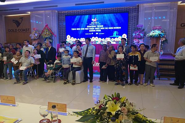 Hội Doanh nhân trẻ Việt Nam tặng quà NNCĐDC tỉnh Quảng Bình