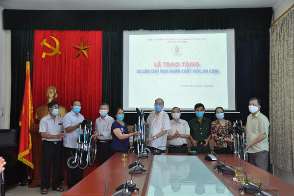 Trung ương Hội: Tổ chức trao tặng xe lăn cho nạn nhân chất độc da cam